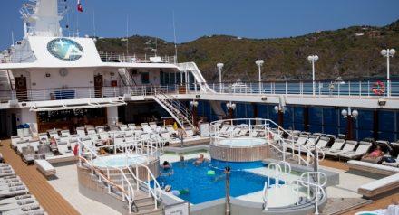 sship-azamara-club-cruises-azamara-journey-pool_main-440x238